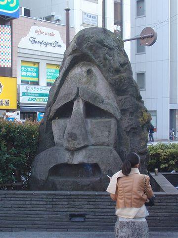蒲田駅東口の駅前広場に、一体ありますが……