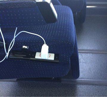 西武バスでは、シートにコンセントが付いてたのです