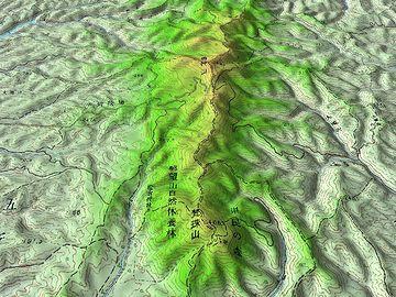 右は、津軽半島の脊梁をなす梵珠山地