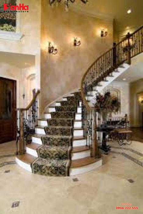 Cầu thang đá tự nhiên vừa làm tăng thêm nét sang trọng và lịch lãm