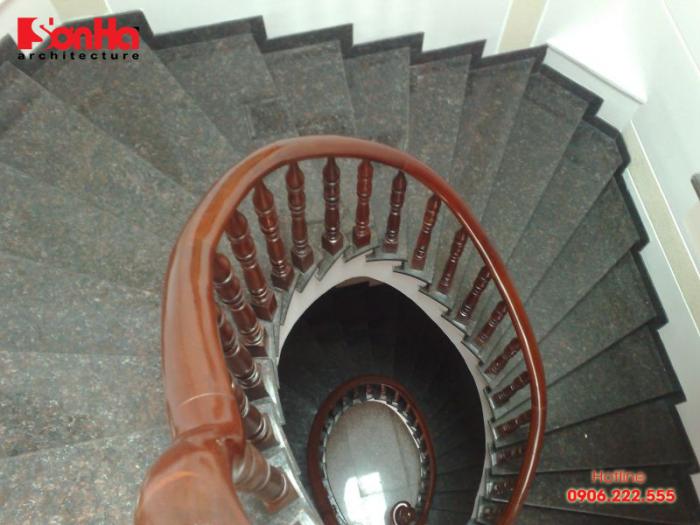 Mỗi chất liệu đá tạo nên nét đẹp và phong cách riêng cho mẫu cầu thang