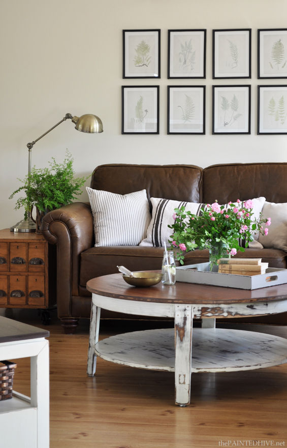 """Trang trí bằng da {Sofa mới} """"width ="""" 600 """"height ="""" 936 """"srcset ="""" https : //theinspiredroom.net/wp-content/uploads/2014/06/Country-Cottage-Living-Room-with-Leather-Sofa-from-The-Pained-Hive.jpg 565w, https://theinspiredroom.net/ wp-content / uploads / 2014/06 / Country-Cottage-Living-Room-with-Leather-Sofa-from-The-Painted-Hive-192x300.jpg 192w, https://theinspiredroom.net/wp-content/uploads /2014/06/Country-Cottage-Living-Room-with-Leather-Sofa-from-The-Pained-Hive-385x600.jpg 385w, https://theinspiredroom.net/wp-content/uploads/2014/06/ Country-Cottage-Living-Room-with-Leather-Sofa-from-The-Painted-Hive-321x500.jpg 321w, https://theinspiredroom.net/wp-content/uploads/2014/06/Country-Cottage-Living -Room-with-Leather-Sofa-from-The-Painted-Hive-513x800.jpg 513w """"size ="""" (max-width: 600px) 100vw, 600px """"data-jpibfi-post-excerpt ="""" """"data-jpibfi- post-url = """"https: // theinspiredroom. net / 2014/10/01 / trang trí-da-sofa / """"data-jpibfi-post-title ="""" Trang trí bằng da {Sofa mới} """"data-jpibfi-src ="""" https://theinspiredroom.net/wp- nội dung / tải lên / 2014/06 / Country-Cottage-Living-Room-with-Leather-Sofa-from-The-Painted-Hive.jpg """"/> <em><a href="""