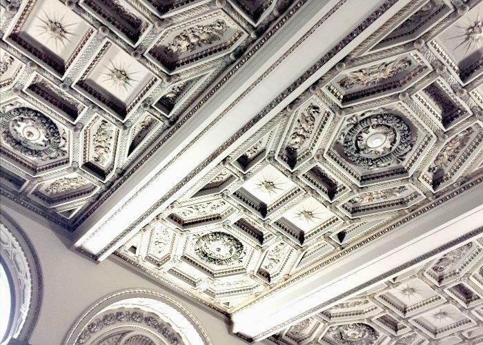 chi tiết về trần nhà ở Chicago