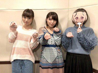 【画像】渕上舞さん、新田恵海さんと一緒に犬のポーズをする