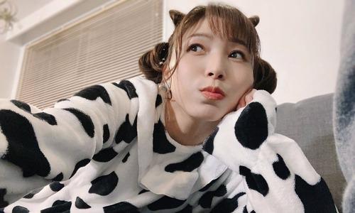 【画像】新田恵海さん、ガチで牛になる