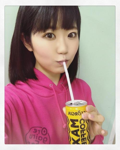 【画像】東山奈央さん、缶ジュースをストローで飲む