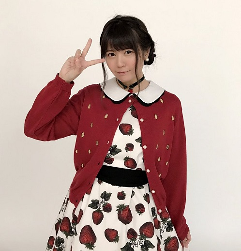 【画像】竹達彩奈さん(28)、胸が机の上に乗るwww