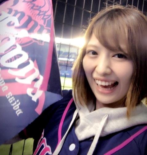 【画像】佳村はるかさんのライオンズ・レディーズユニ姿が可愛すぎるwww