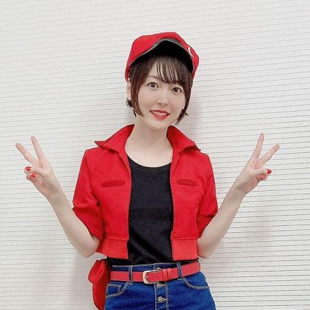 【画像】人気声優の花澤香菜さん、赤血球のコスプレを披露する