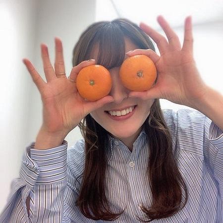 【画像】声優の小松未可子さん、たまたまシャツが膨らんで爆乳みたいになってしまうw
