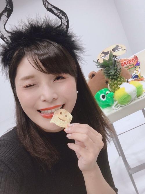 【画像】新田恵海さん、今度はハロウィンのコスで煽る