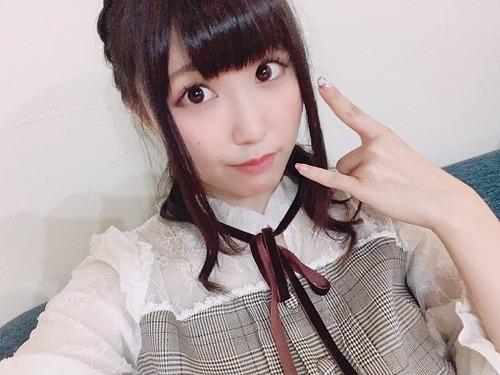 【画像】鈴木愛奈さんのプニプニお腹www