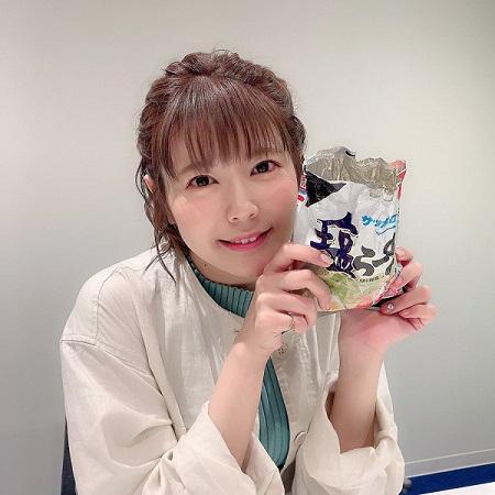 【朗報】竹達彩奈さん、可愛すぎて持ってる塩ラーメンまで可愛くなる