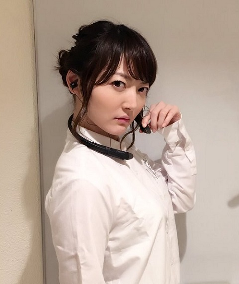 【朗報】花澤香菜さん、ついに可愛い服を着るwwww