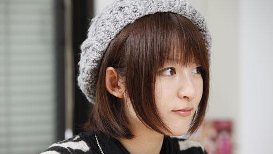 【画像】小松未可子さん、ブラが見えてしまうwww