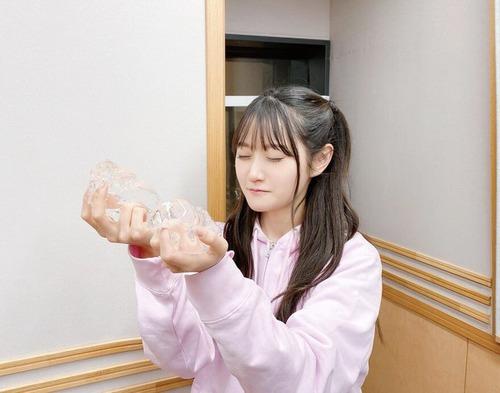 【悲報】人気声優の小倉唯さん、生放送で放送禁止用語を言ってしまう・・・