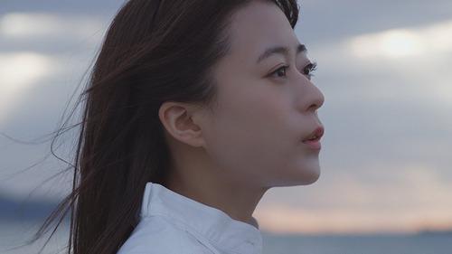 【悲報】水瀬いのりさん、新曲MVにイケメン男を登場させてしまいガチ恋ファン発狂・・・