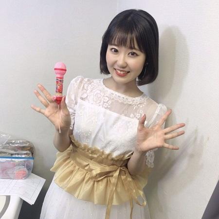 【画像】人気声優・東山奈央ちゃんの綺麗なワキwwww