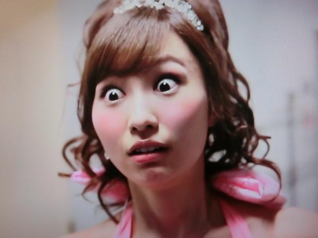 【画像】戸松遥さん、ブラの形がwww