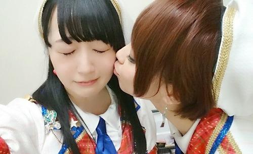 【画像】女性声優さん、百合営業でキスをする・・・