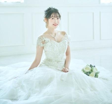 【画像】五十嵐裕美さん、ウエディングドレス姿が美しい