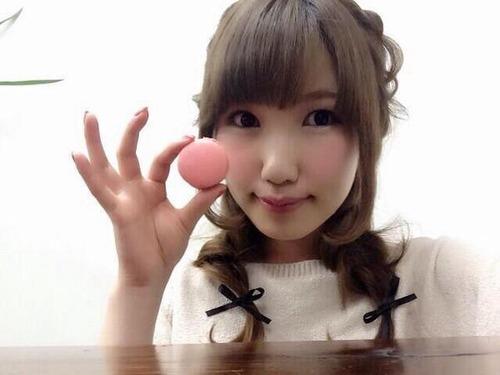 内田彩さん、宝石を指にキラリ