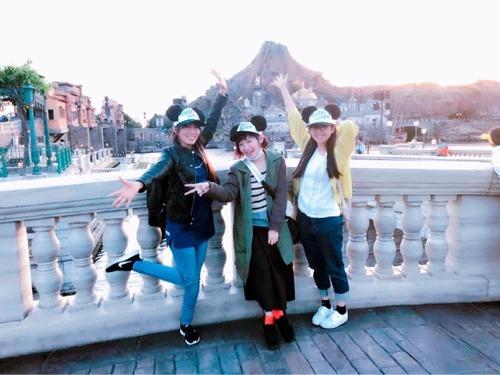 【画像】南條愛乃さん(34)、日笠陽子さん(33)、茅野愛衣さん(31)、3人でディズニーに行きはしゃぐ
