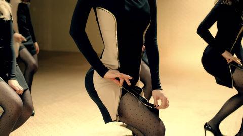 AOA ミニスカート