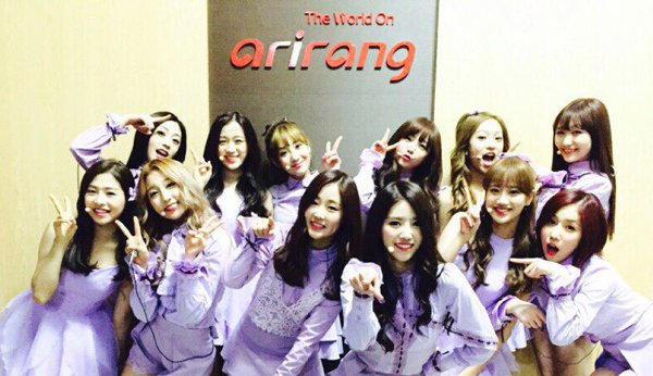 Lovelyz+APRIL