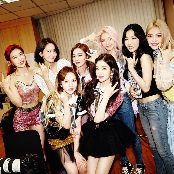 Red Velvet & 少女時代