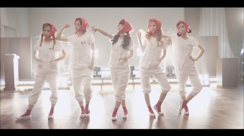 CRAYON POP 「Uh-ee」