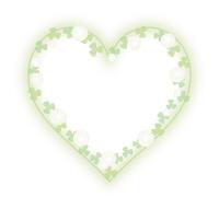 白い花のハートフレームシロツメクサ