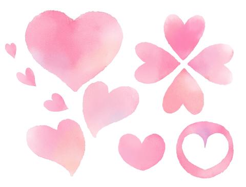 水彩風のピンクハート四つ葉マークなど色んな形が、淡い色調で描かれているフリー素材