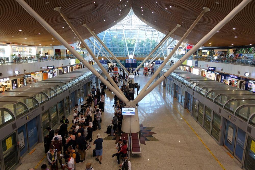 JAL JGC修行4-2:マレーシア航空ゴールデンラウンジはとにかく広い!クアラルンプール国際空港6時間滞在記