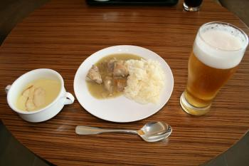 14.スパイシーチキンカレーとビール