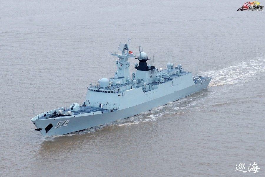 空から見た中国海軍と中国海警の...