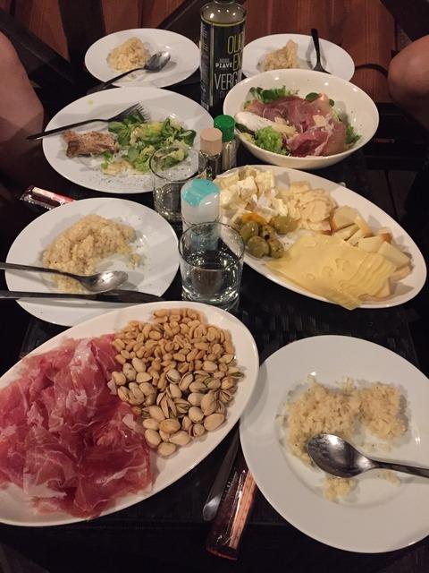 宴会の食卓