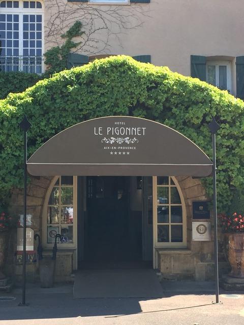 ピゴネホテル玄関