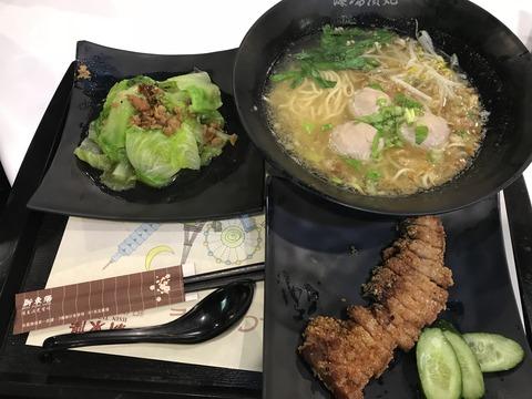空港昼食1jpg
