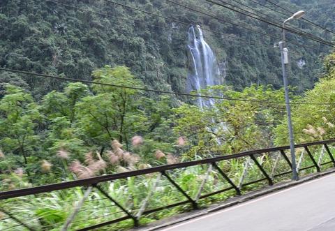 トロッコ電車から滝