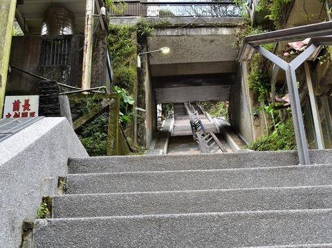 トロッコ乗り場への階段