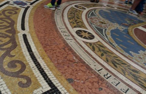 床のモザイク絵