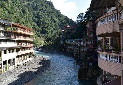 烏來ホテル前の川