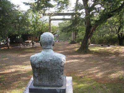 関川勝三郎先生と鳥居