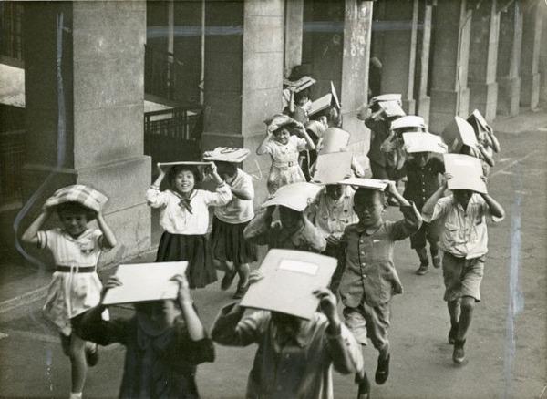 小学校の防空訓練1938年