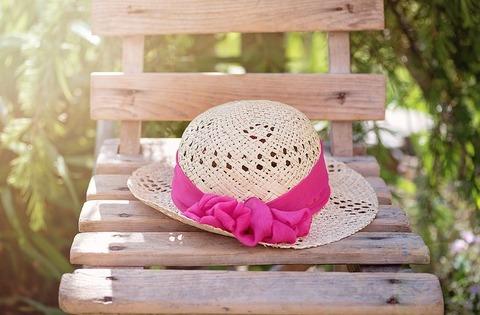 hat-825456__480