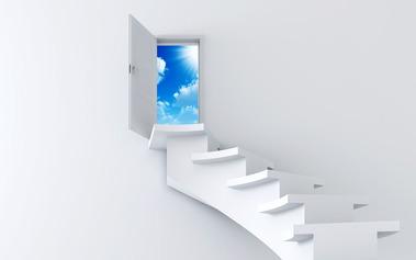 白い壁白い階段小さな窓の青空
