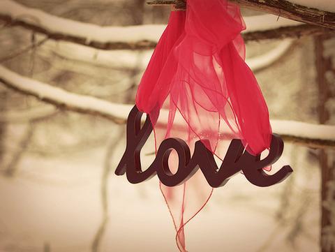 チョコレート色のLOVEと赤いスカーフ