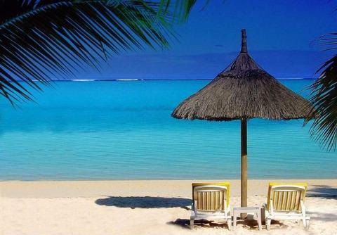 海・わらぶきビーチパラソルとイス20140807