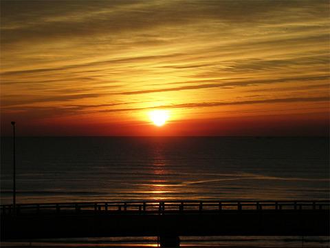 海の朝焼け